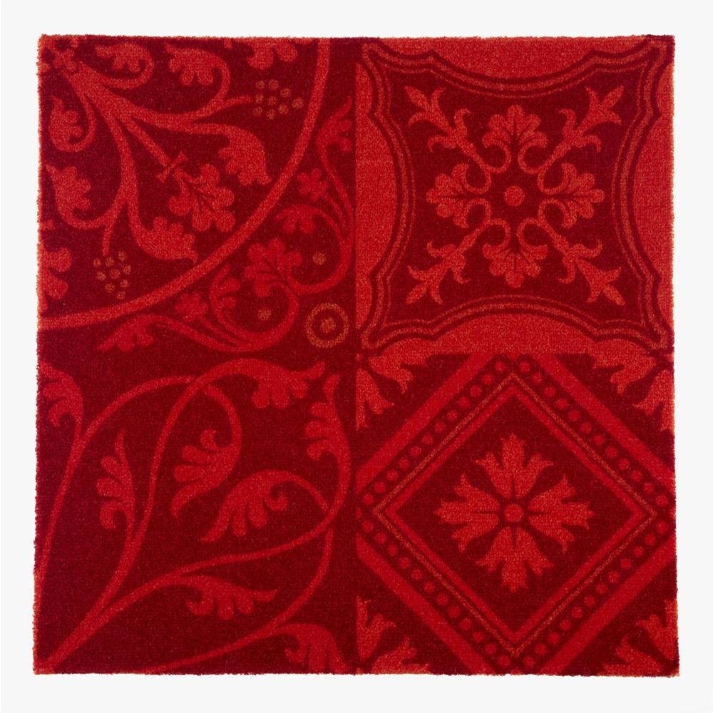 ヨーロッパのデコラティブなデザインをミックスしたプリントタイル。 カラーは発色の良い赤を基調とした配色です。 室内のアクセントとして、様々なシーンでご使用いただけます。