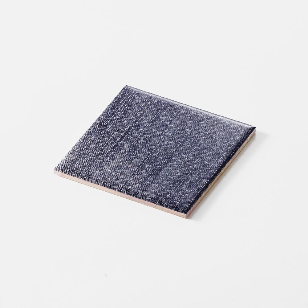 ブルーのジーンズのテクスチャーをプリントしたタイルです。テキスタイルの柄のデザインを施したタイルシリーズ。
