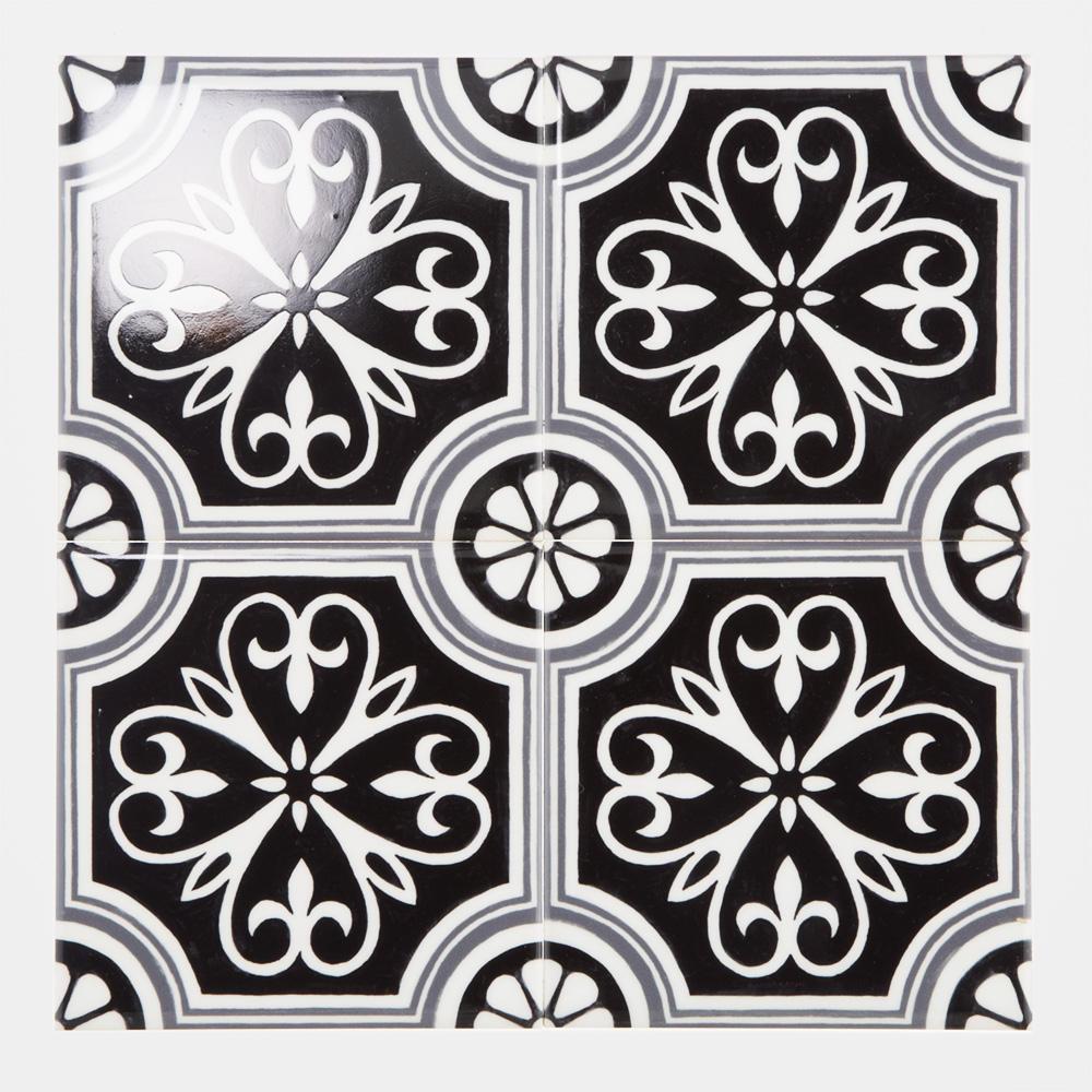 西洋のデコラティブな柄をプリントしたタイル。 カラーは白黒を基調にしたモダンな配色です。 室内のアクセントとして、様々なシーンでご使用いただけます。