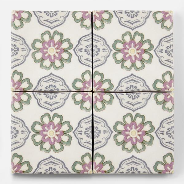 アンティーク調の和柄タイルです。壁タイル材として、キッチン周りや店舗内装の壁面のタイルとして是非ご利用ください。