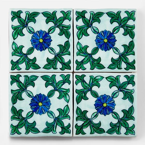 南米タイル、南イタリアタイル、スペインタイルなどをイメージした、手書きの配色・デザインをプリントしたタイルです。プリントタイルだからできる鮮やかな青い色味が特徴です。