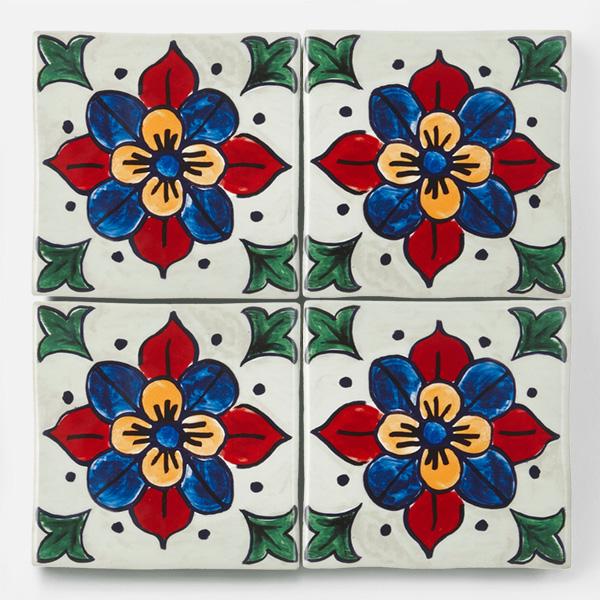 南米タイル、南イタリアタイル、スペインタイルなどをイメージした、手書きの花柄の配色・デザインをプリントしたタイルです。プリントタイルならではの鮮やかな赤や青が特徴のタイルです。