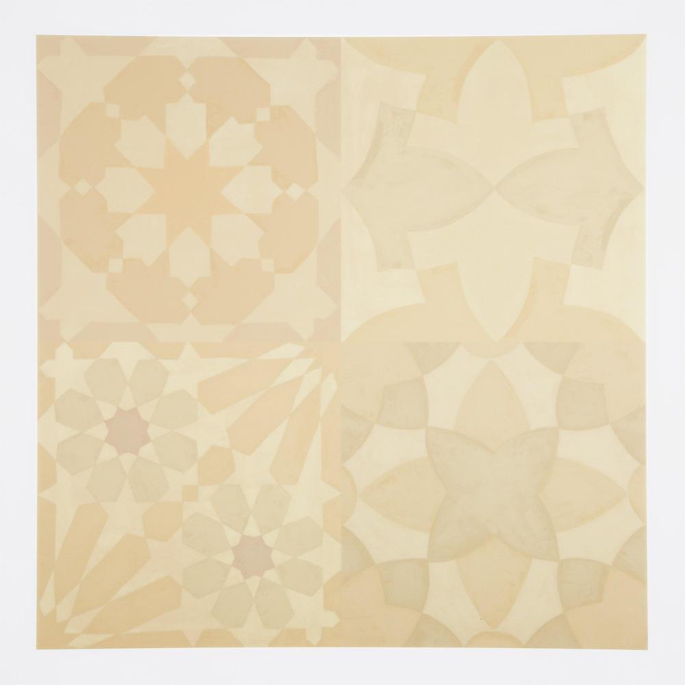 モロッコ柄をミックスしたプリントタイル。 カラーはベージュを基調にした主張の少ない配色です。 室内のアクセントとして、様々なシーンでご使用いただけます。