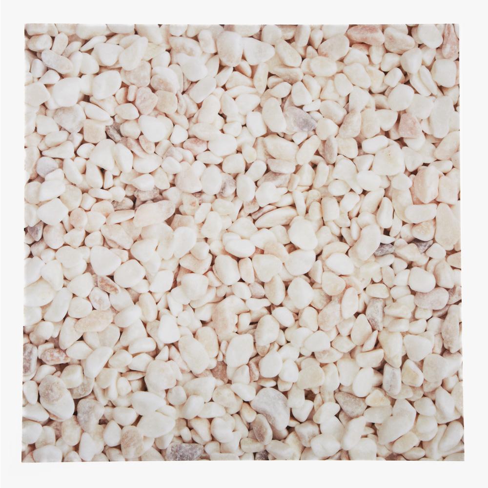 玉砂利をプリントした塩ビタイル。プリントならではの表現をお楽しみいただけます。
