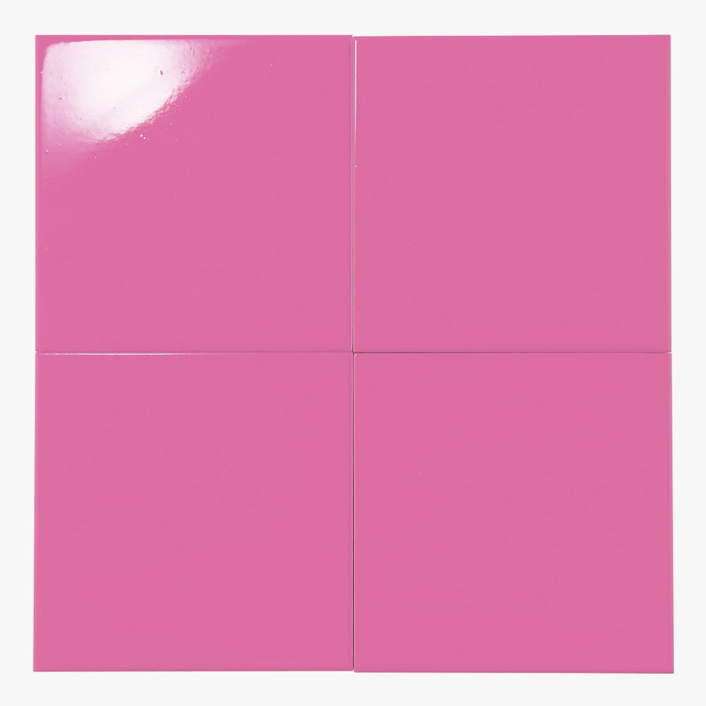 ピンクのプリントタイルです。