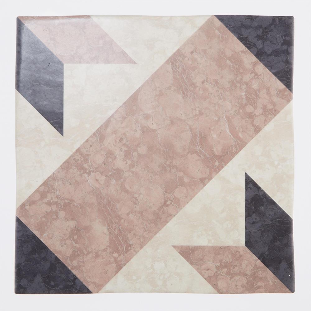 クラシックな石目調の柄をプリントしたタイル。 室内のアクセントとして、床、壁問わずご使用いただけるデザインのタイルです。