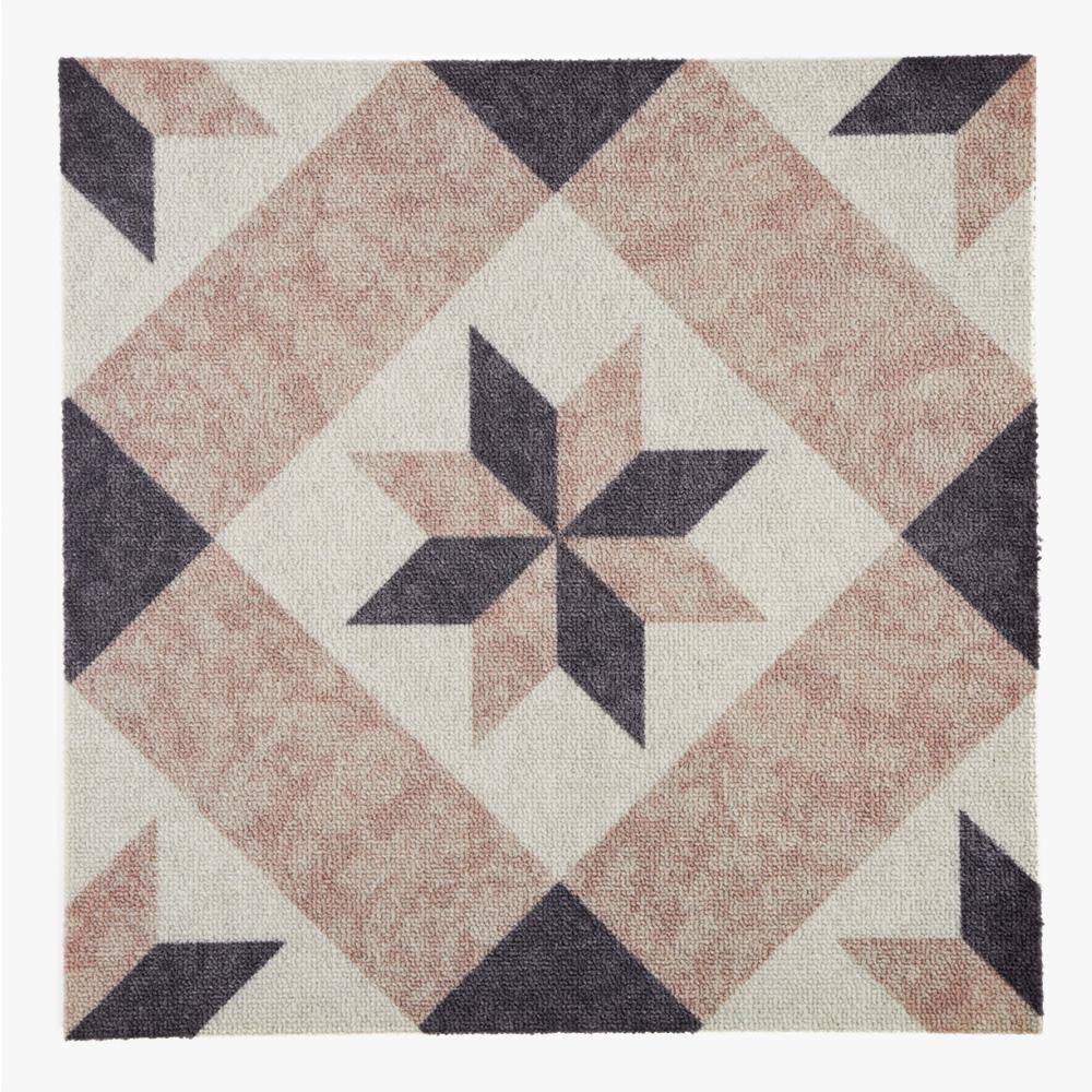 石目調のタイルカーペット、特徴的な柄がアクセントとしてご利用いただけます。