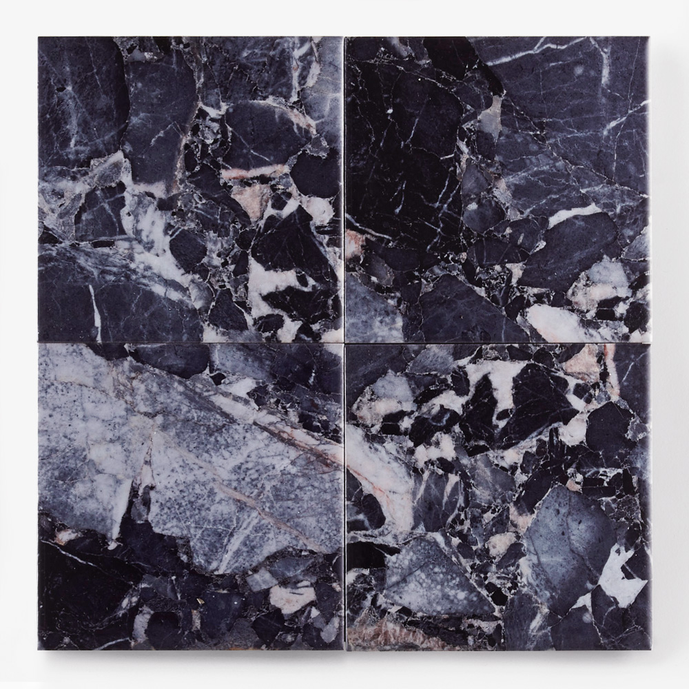 青い石目調のプリントタイルです。壁タイルとしてご利用頂けます。8パターンの石目の組み合わせとなります。