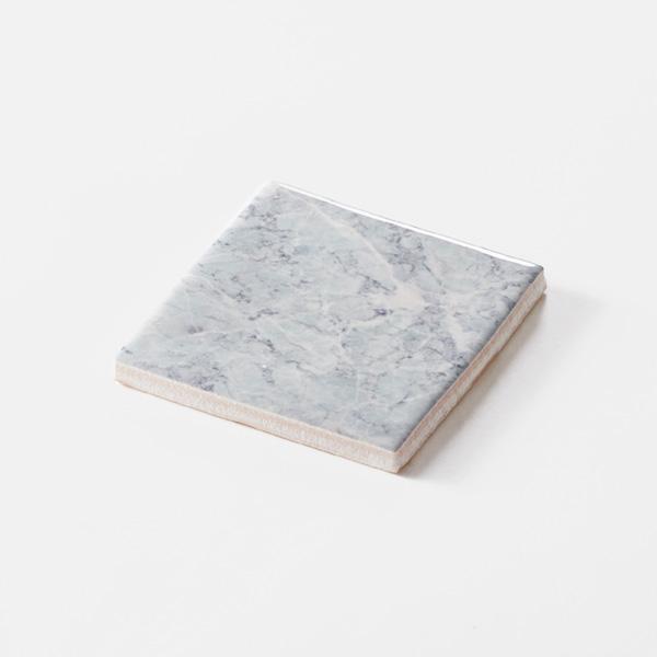 淡い石目調のプリントタイルです。壁タイルとしてご利用頂けます。8パターンの石目の組み合わせとなります。