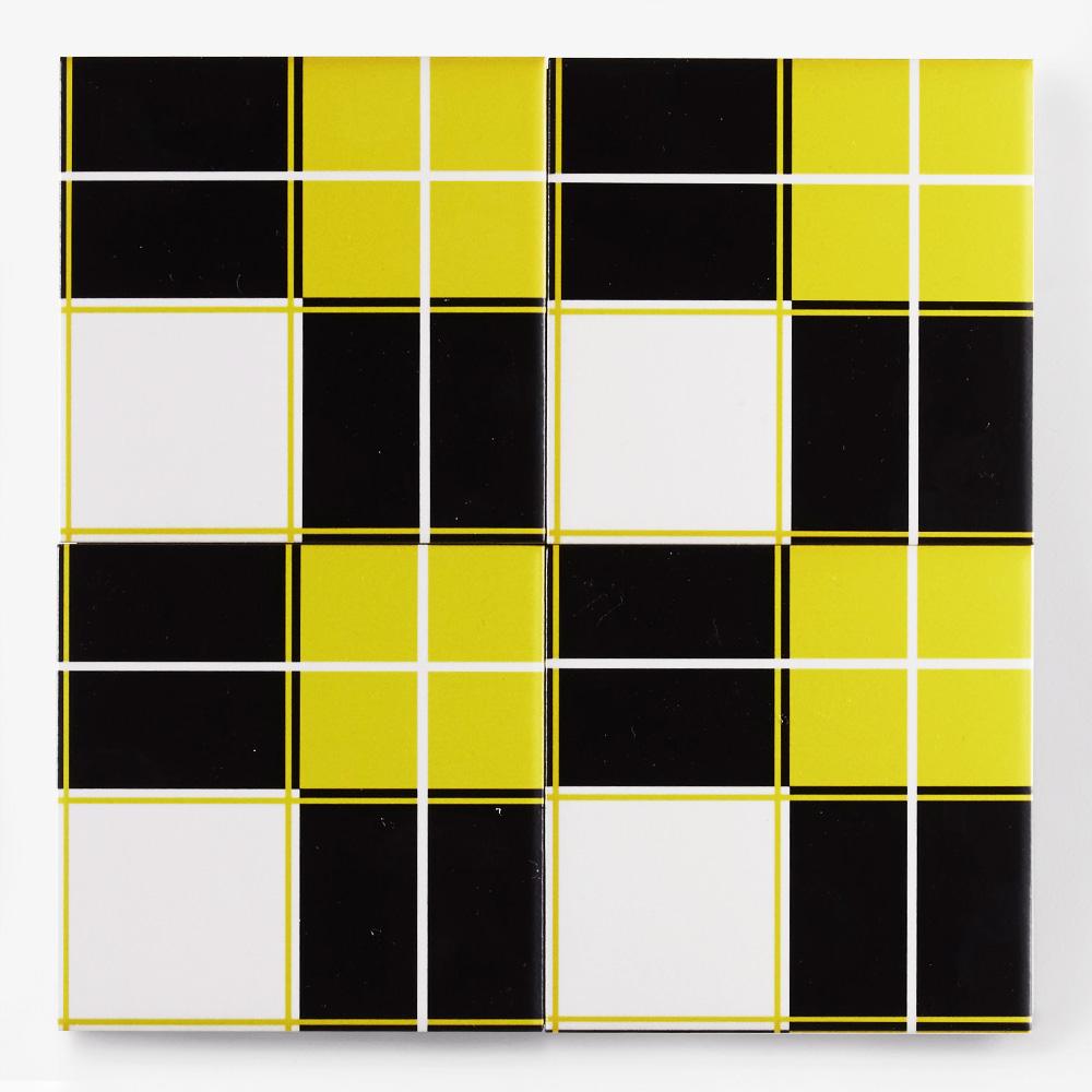 黄と黒と白のチェック柄のプリントタイルです。壁タイル、床タイル、Pタイルとしてご利用頂けます。