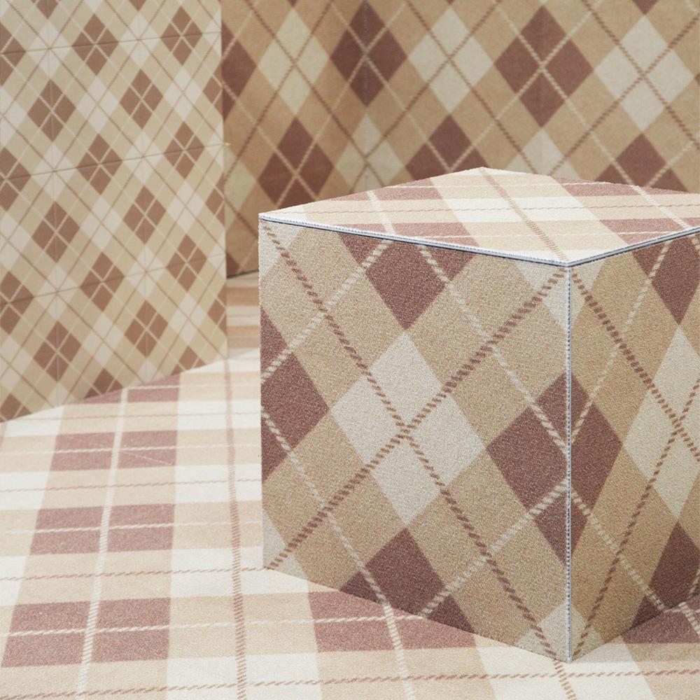 ライトブラウンのチェックのテキスタイルをプリントしたタイルです。 床、壁材として、内装のアクセントとしてご使用いただけます。