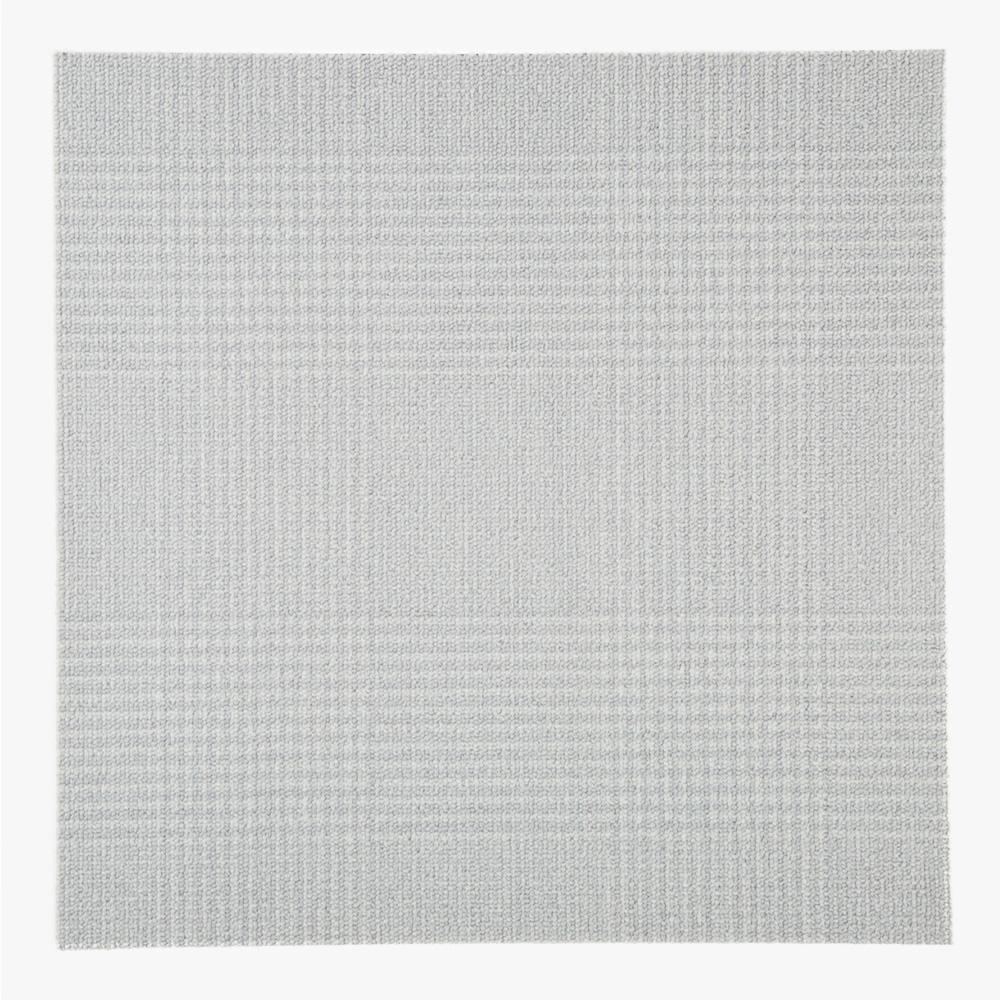 ライトグレーの千鳥格子柄のテキスタイルをプリントしたタイルカーペットです。 床、壁材として、内装のアクセントとしてご使用いただけます。