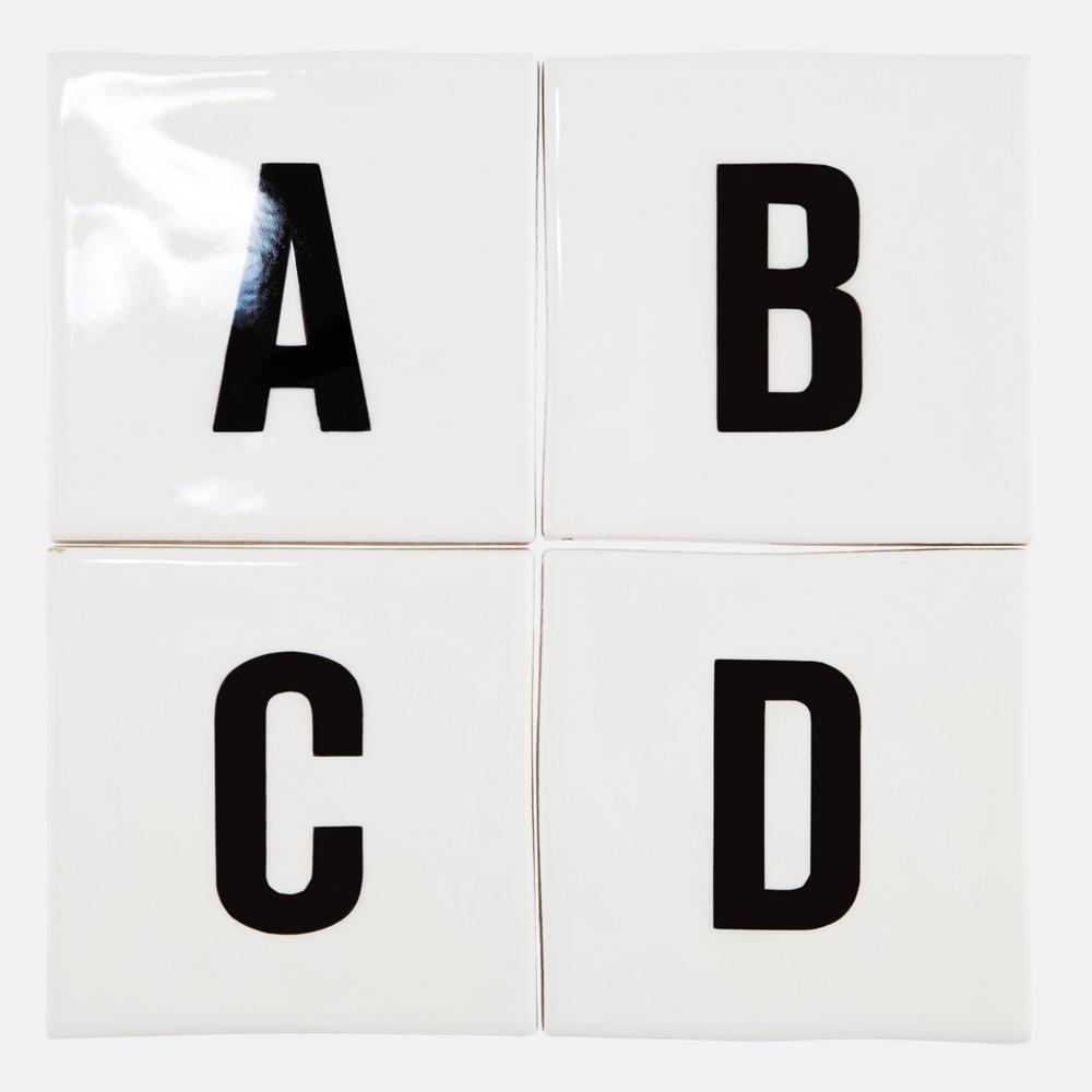 アルファベットタイル。 A-Zからお好きなくみあわせで制作が可能です。 白タイルと組み合わせて、空間のアクセントやサイン、看板、標識などとしてご利用いただけます。