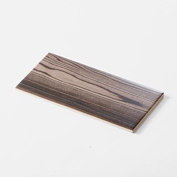 木目調プリントモザイクタイル。<br /> カラー:ライトブラウン<br /> サイズ:100mm × 200mm