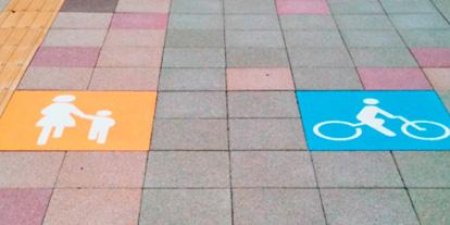 御殿場駅裏の歩道<br>サインタイル